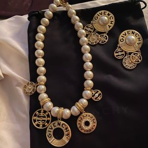 VINTAGE GIVENCHY NECKLACE & EARRINGS SET SO CHIC❤️